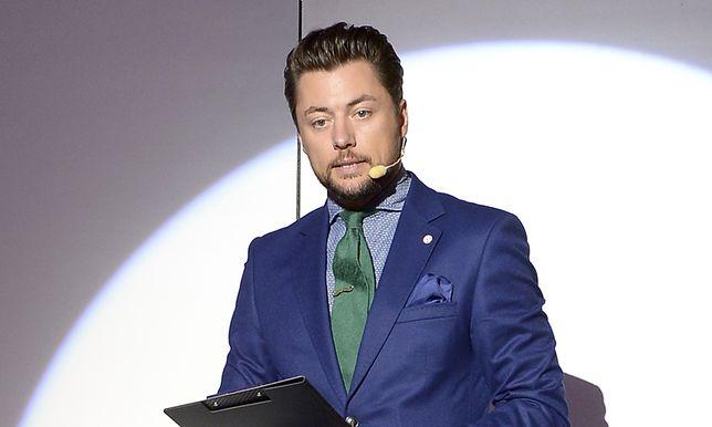 Nie każdy wie, że Maciej Dolega karierę w telewizji zaczynał w TVP Info