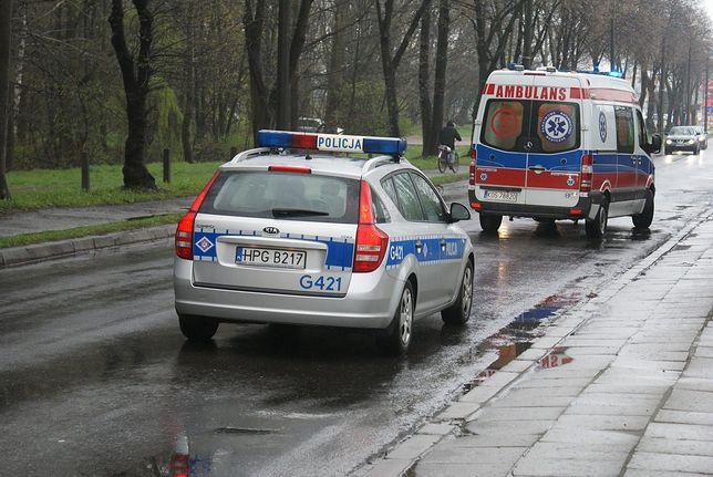 Śląsk. Policjanci z Chorzowa udzielili desperatowi pierwszej pomocy i wezwali pogotowie ratunkowe.