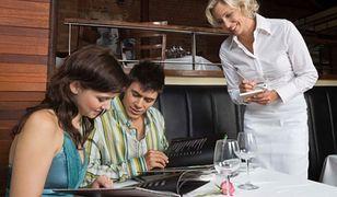 Kelnerzy nie uznają 2 zł za napiwek. Dla nich to marne grosze