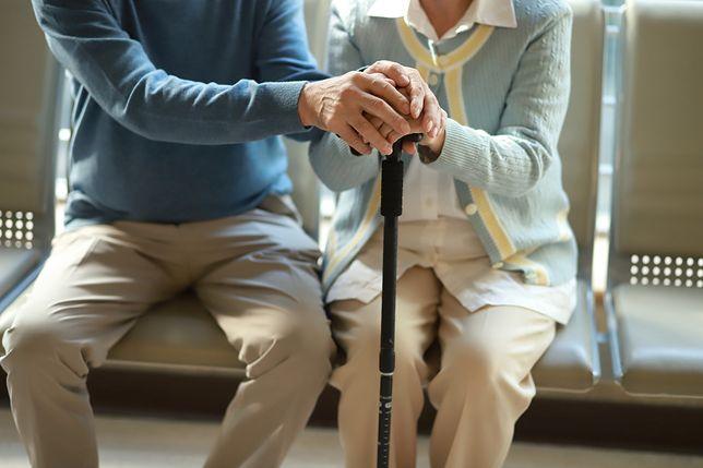 Koronawirus jest szczególnie niebezpieczny dla seniorów i osób z chorobami współistniejącymi