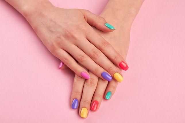 Paznokcie na lato 2021 – odkryj najmodniejszy manicure na ten sezon