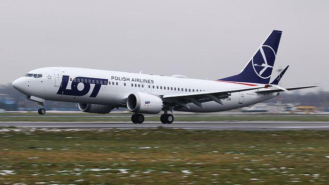 Samolot Boeing 737 MAX 8 w barwach linii lotniczych LOT
