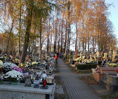Handel miejscami na cmentarzu kwitnie