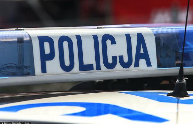 Bydgoszcz. Napaść przed barem. Policja publikuje brutalne nagranie