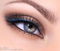 KROK PO KROKU: Makijaż błękitna kreska