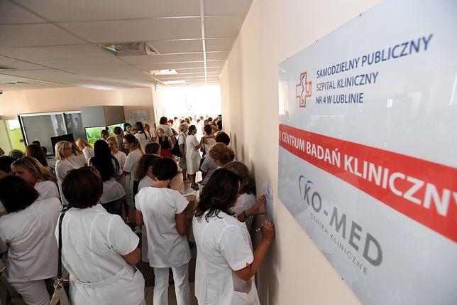 Pielęgniarki ze szpitala w Lublinie rozpoczęły strajk. Odeszły od łóżek pacjentów