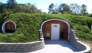 Dom w środku wzgórza. Zamieszkaj jak hobbit
