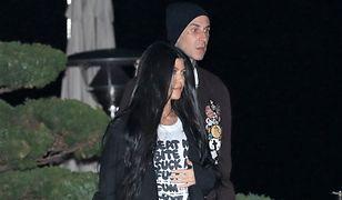 Kourtney Kardashian całuje się z Travisem Barkerem. Miłość kwitnie