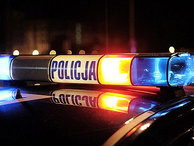 Ścigani mężczyźni porzucili samochód