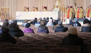 Koronawirus w Polsce. Jeżeli rząd nie przedłuży czasu obowiązywania restrykcji, to zgodnie z rozporządzeniem od 12 kwietnia we mszy świętej będzie mogło uczestniczyć do 50 osób / foto ilustracyjne wyk. 2020-03-12