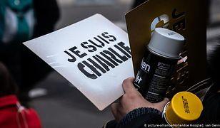 """Atak na magazyn satyryczny """"Charlie Hebdo"""" w 2015 roku zmienił Francję. Teraz zaczyna się także rozrachunek prawny."""