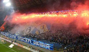 Tajemnicza śmierć kibica na stadionie w Poznaniu. Jest świadek, który twierdzi, że mężczyznę ktoś uderzył