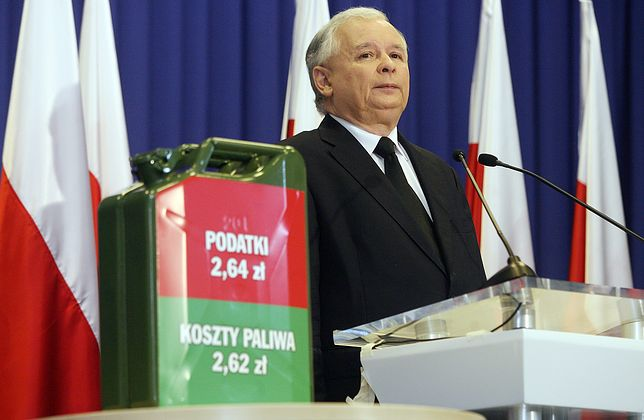 12 sierpnia 2011 roku Jarosław Kaczyński wytykał premierowi Tuskowi zbyt wysokie opodatkowanie benzyny.