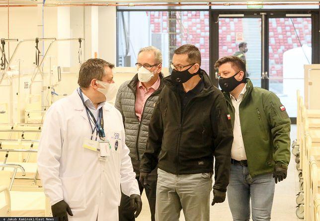 Sondaż. Ccoraz więcej osób boi się zakażenia COVID-19. Badani ocenili też działania rządu ws. pandemii