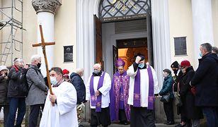 Polacy krytykują Kościół katolicki. Najnowszy sondaż