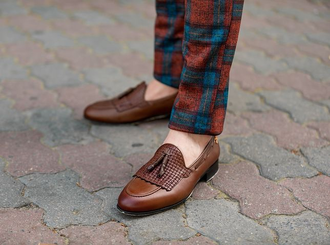 Wsuwane półbuty to nie tylko obuwie wizytowe, w tej kategorii są też sneakersy bez sznurowania i mokasyny