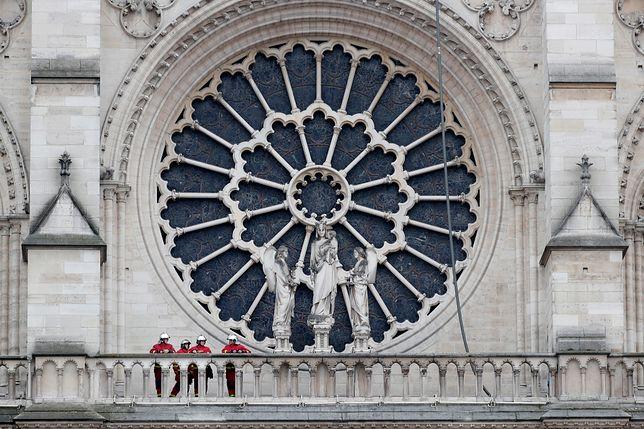 Katedra Notre Dame w płomieniach. Jakie zabytki i relikwie ocalały?