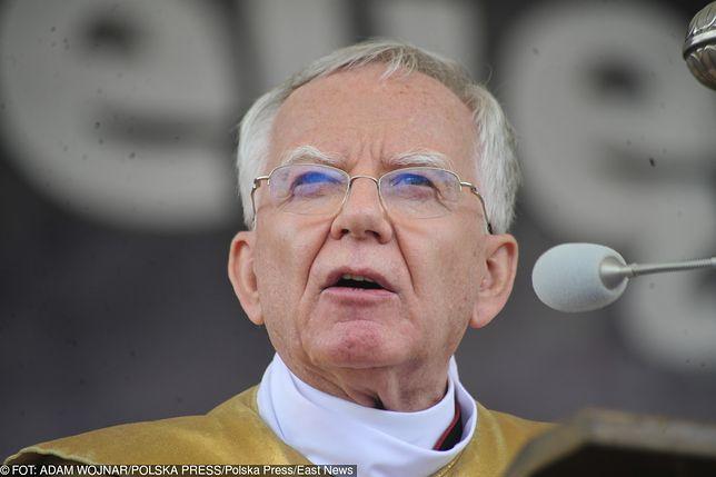 """Biskupi bronią Jędraszewskiego. """"Modlimy się za ofiary ideologii LGBT+"""""""