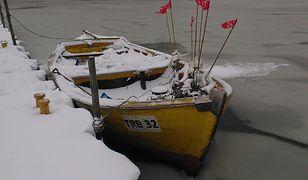 Lód w Świnoujściu utrudnia kursowanie promów