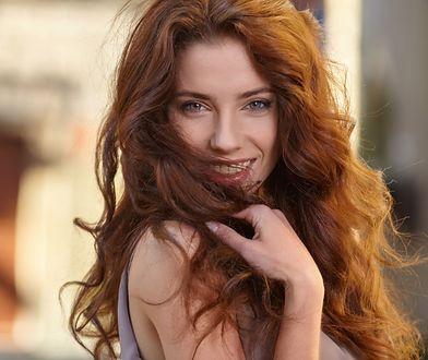 Każda z nas pragnie mieć piękne włosy, ale w natłoku obowiązków często nie mamy po prostu czasu na ich pełną pielęgnację