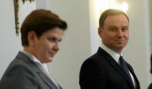 Współpracownicy Andrzeja Dudy mogli liczyć na dwukrotnie mniejsze nagrody niż ministrowie Beaty Szydło.
