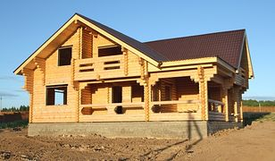 Dom z bali: jak dbać o drewnianą elewację?
