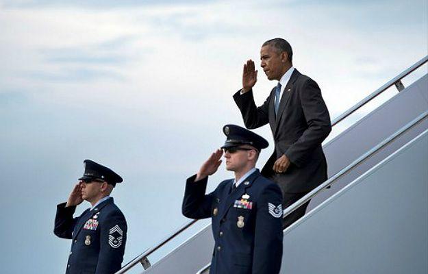 Prezydent Baracka Obama wysiada z samolotu Air Force One w bazie Joint Base Andrews