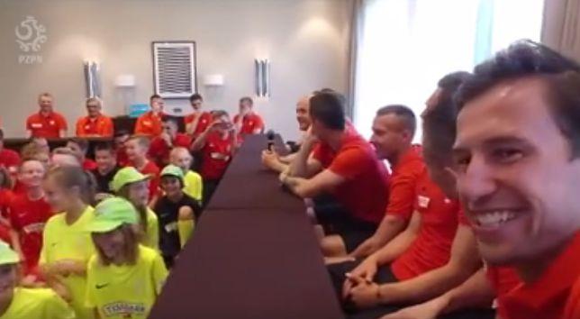 Dziecko zadało pytanie Pazdanowi. Wszyscy piłkarze wybuchnęli śmiechem