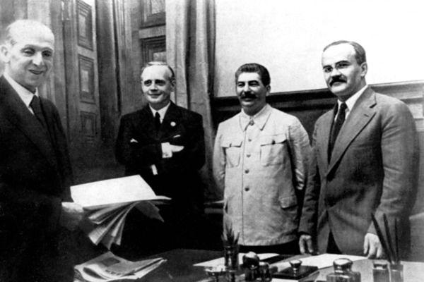 Znamy nazwiska zbrodniarzy hitlerowskich, gorzej z sowieckimi