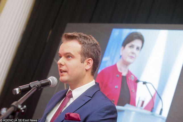 Rafał Bochenek, były rzecznik rządu Beaty Szydło kandyduje w wyborach samorządowych