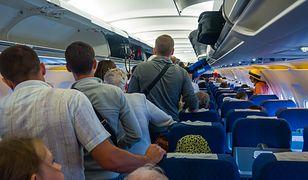 Pasażerowie na pokładzie samolotu