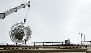 Globus znów na dachu