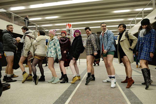 Pojechali metrem bez spodni [GALERIA]