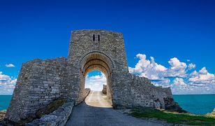 Przylądek Kaliakra to wysunięty na 2 km w morze wąski cypel, którego pionowe ściany osiągają wysokość 70 m