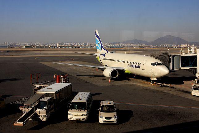 Samolot Air Busan na Lotnisku Seul-Gimpo w Seulu Korea Południowa