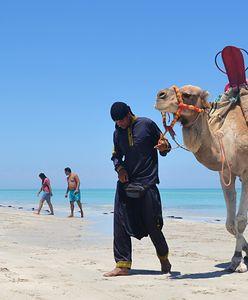 Wakacje 2021. Słoneczna wyspa w Tunezji zaskakuje na każdym kroku