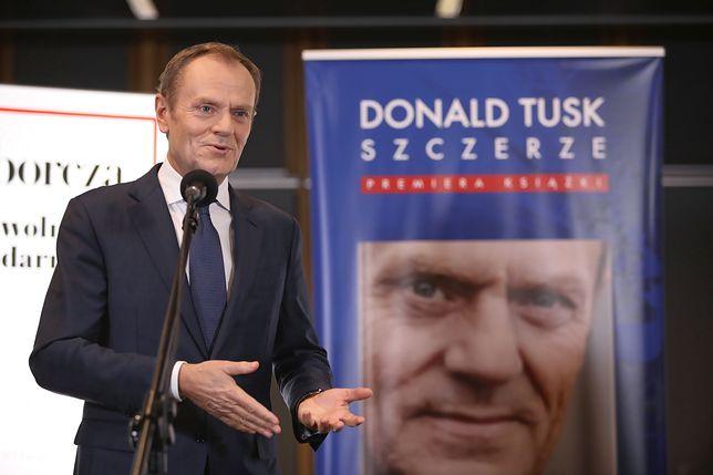 """Były premier Donald Tusk podczas premiery autobiografii """"Szczerze"""""""