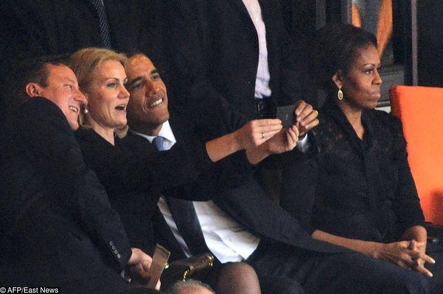 Barack Obama robi selfie