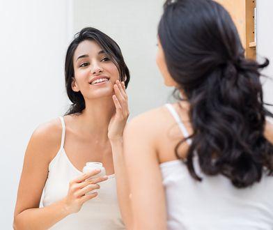 Kluczowym elementem prawidłowej pielęgnacji jest codzienne oczyszczanie twarzy