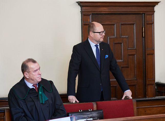Procesy Adamowicza były opłacane przez miasto? Jest śledztwo