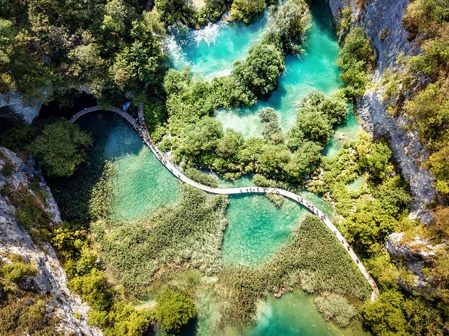 Jeziora Plitwickie w Chorwacji. Magiczna atrakcja Europy