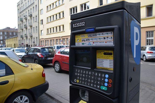 300 tys. mandatów na kwotę 12,6 mln zł. ZDM zarabia na niepłacących za parkowanie