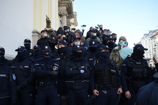 Protesty w Warszawie. Policja podczas protestów [zdj. ilustracyjne]
