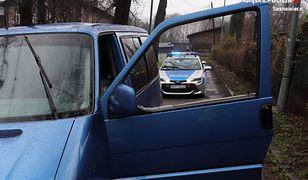 Śląskie. Pościg ulicami Sosnowca, uszkodzone auto policji. Kierowca pobudzony