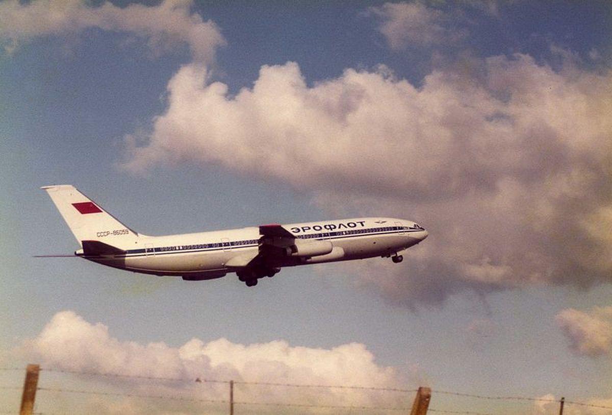 """Choć o samolotach Ił mówiono: """"chcesz być pyłem, lataj iłem"""", popyt na tanie bilety sprzedawane przez Aerofłot był olbrzymi"""