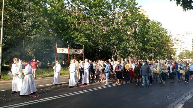 Warszawa. Tylko w niektórych parafiach stołecznych odbędą się w tym roku procesje. Archidiecezja Warszawska i Diecezja Prasko-Warszawska pozostawiły decyzję w gestii proboszczów