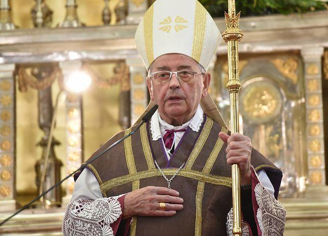 Biskup Tadeusz Pieronek uważa, że oba postulaty protestujących powinny zostać spełnione