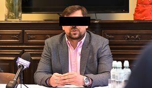 Agent Tomek usłyszał zarzuty. Miał przywłaszczyć z innymi osobami 10 mln zł