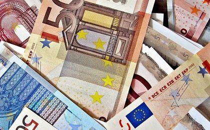 Euro najtańsze od kwietnia. Tanieją też inne waluty