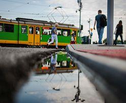 Zgroza w tramwaju w Poznaniu! Mężczyzna groził pasażerce pistoletem